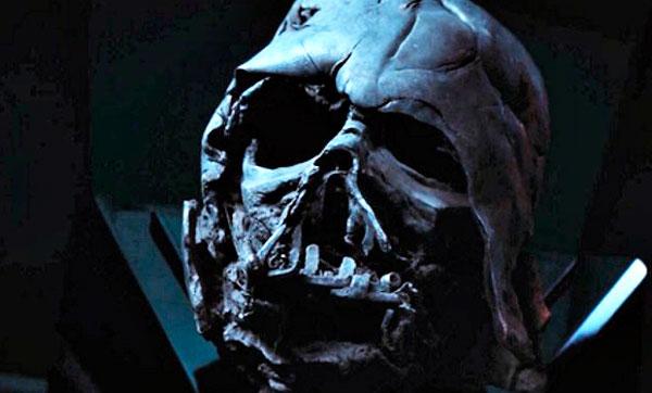 Darth Vader en manos de Kylo Ren